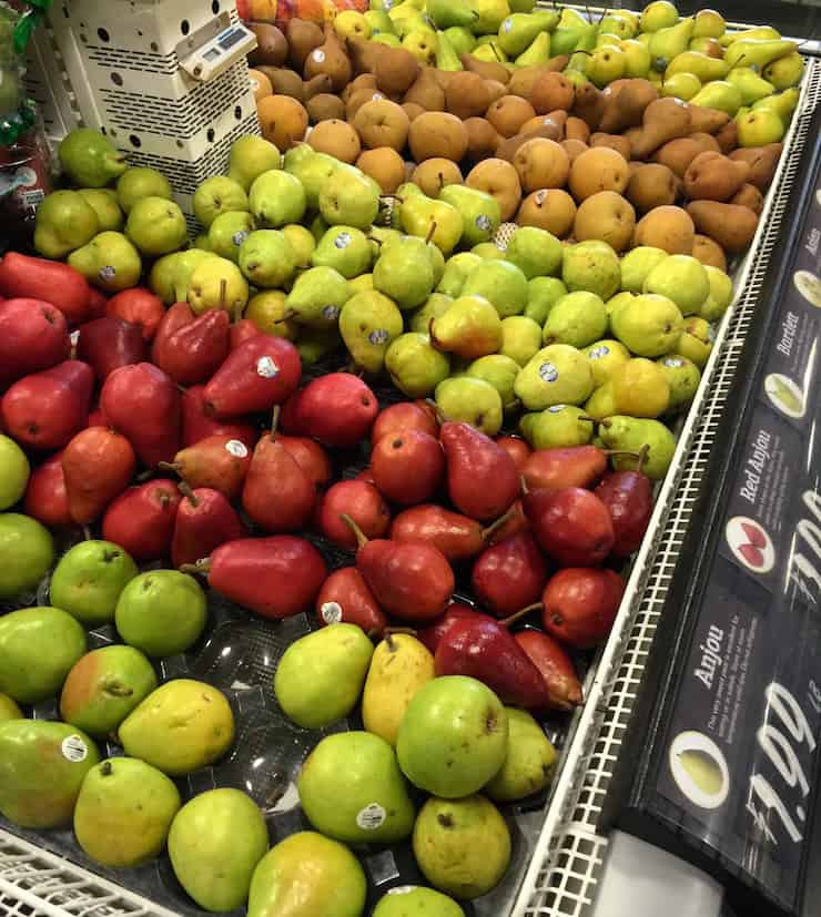 Display of pears in grocery store.