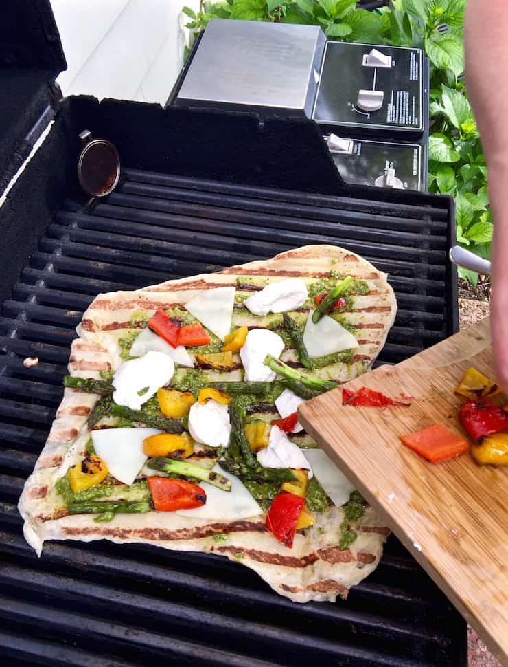 Grilled Pesto and Veggie Pizza